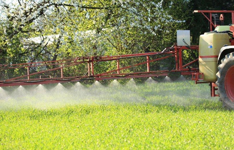 Slovenija je konec leta 2017 glasovala za podaljšanje dovoljenja za glifosat, pri čemer je zavzela stališče, da je treba glifosat prepovedati, vendar ob prehodnem obdobju od treh do petih let za kmetijstvo, da se prilagodi novim razmeram.