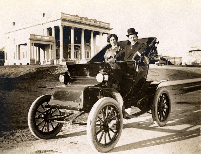 Prvi električni avtomobili so bili svetu predstavljeni že leta 1881, veliko pred vozili na fosilna goriva.