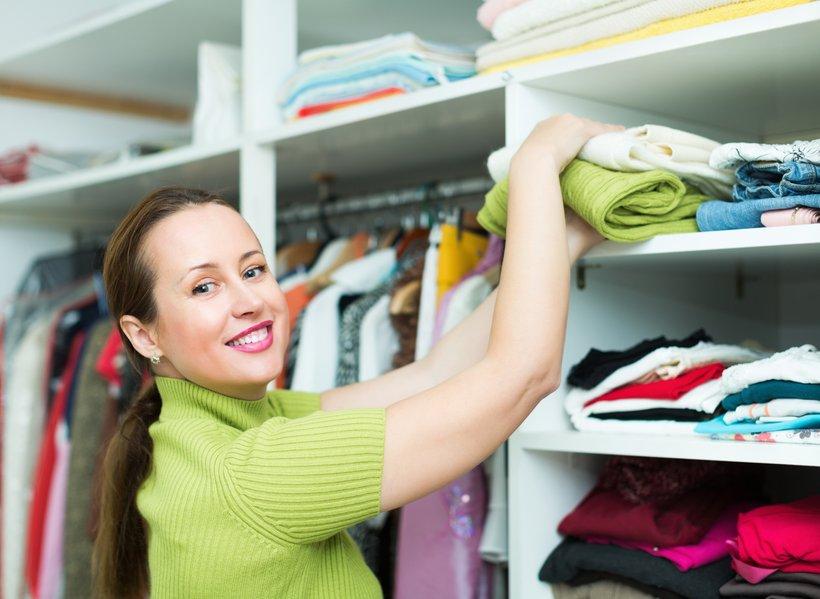 Okolju prijazna oblačila so potrošnikom na voljo na več načinov, dodaja Kavka Gobbo. Na prvem mestu je treba omeniti izmenjave, na katerih si ljudje izmenjujejo, kar jim ni več prav ali všeč in poživijo lastno garderobo.