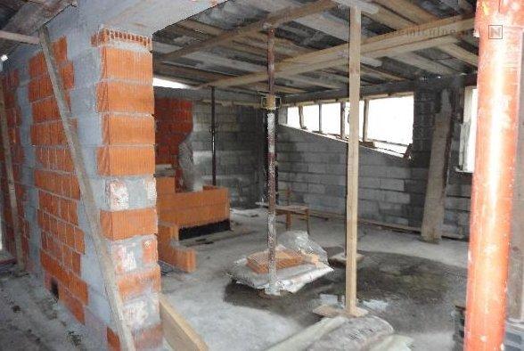 Gradbišče? Dober dodatek, a vseeno - kupca zanima, kako je videti celoten objekt oz. kar je že zgrajeno. Foto: nepremicnine.net