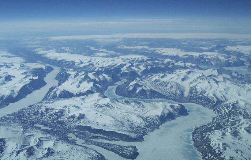 Taljenje ledu povečuje tveganje za erozijo na obalnih predelih in ogroža morske organizme, kar že slabo vpliva tudi na gospodarstvo nekaterih držav.