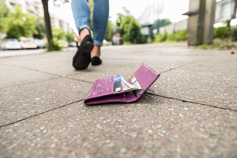 """Ni nujno, da ste brez denarnice čisto """"bosi""""."""
