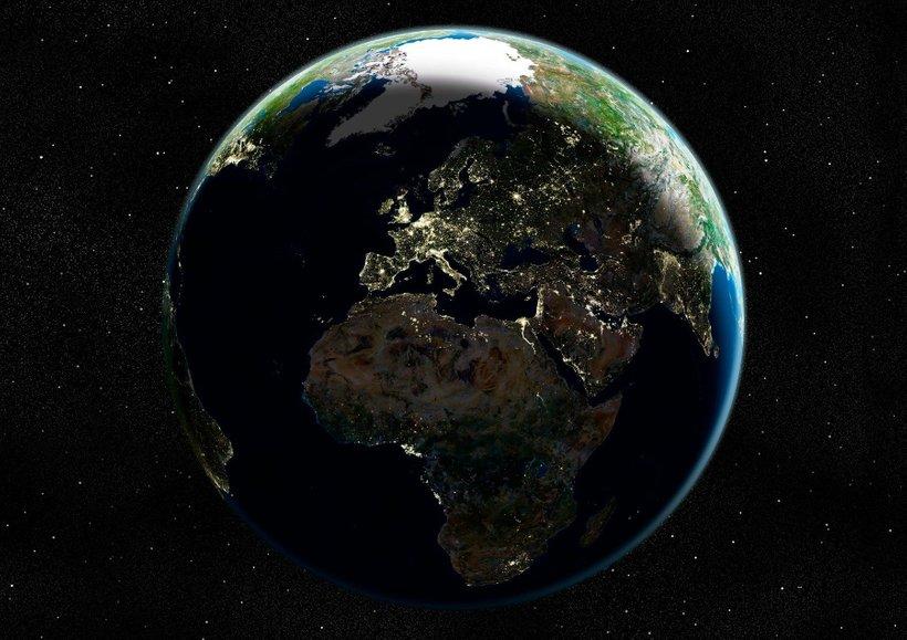 Nočna fotografija Zemlje. Najbolj osvetljena je Evropa.