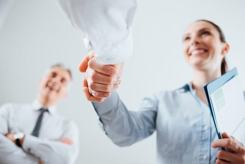 Vaša drža naj bo samozavestna in odločna, glavo imejte dvignjeno, pogled naj bo osredotočen.