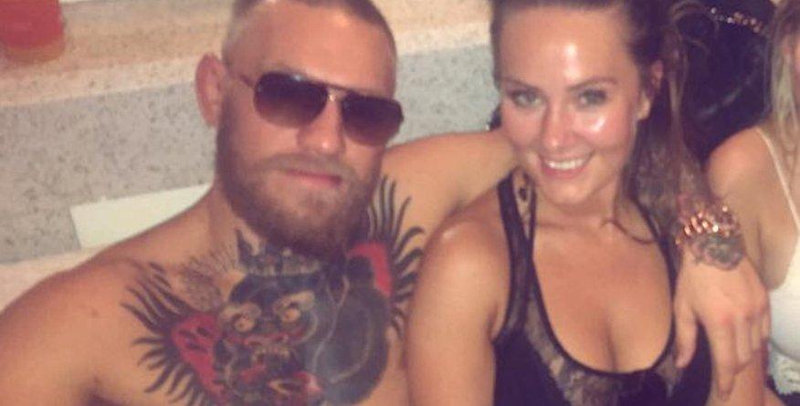 Kdo je Dee Devlin, vroča McGregorjeva izbranka?