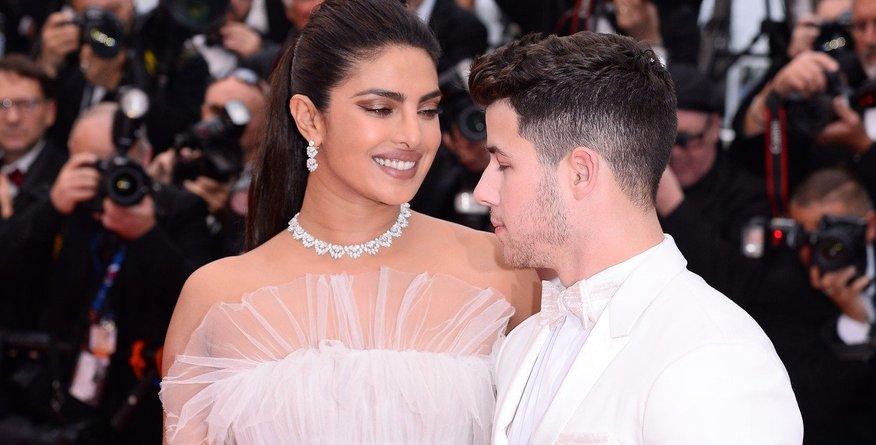 Priyanka Chopra v beli obleki postala kraljica Cannesa