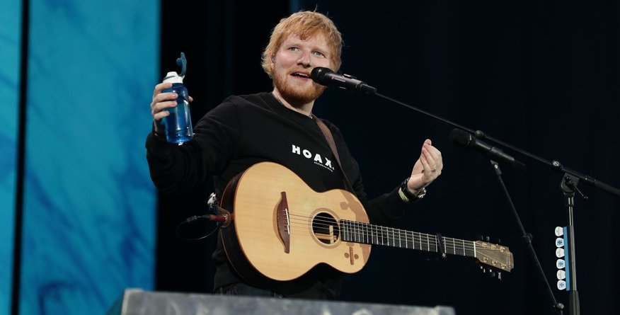 Valja se v denarju: takšno plačo si je dnevno izplačeval Ed Sheeran