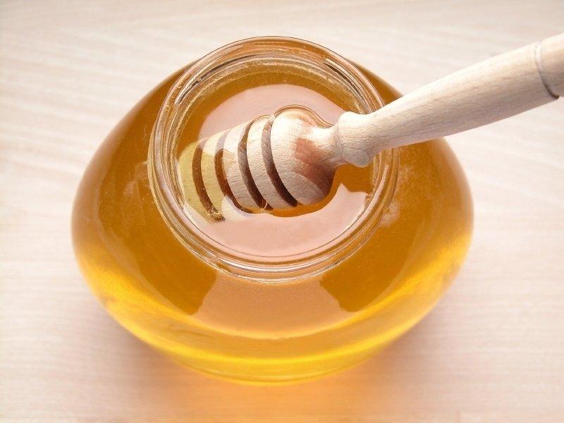 Zaradi negovalnega učinka meduje koža po uporabi maske mehka in gladka, če boste dodale še nekaj kapljic limone, pa bo rezultat še boljši.