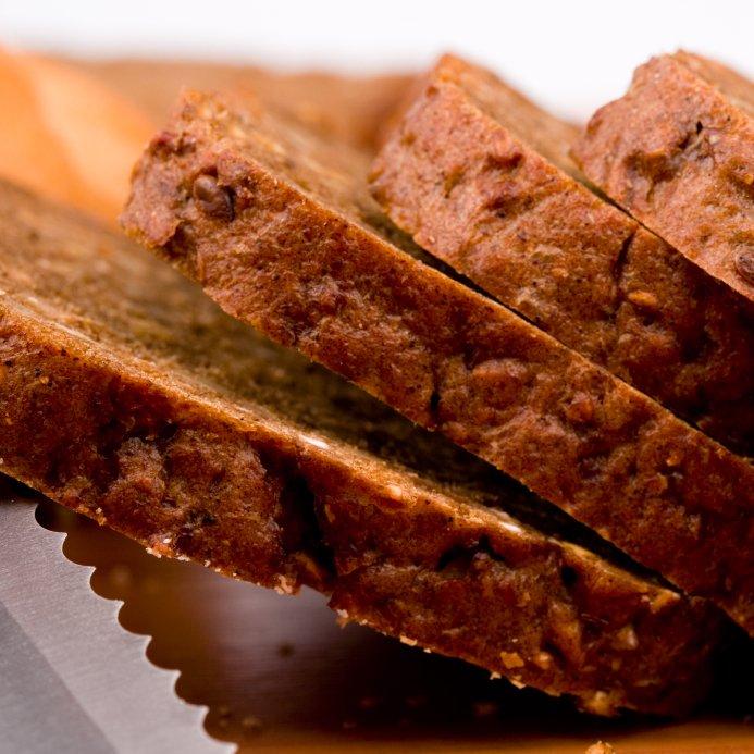 Rženi kruh vsebuje veliko vitamina B in E.