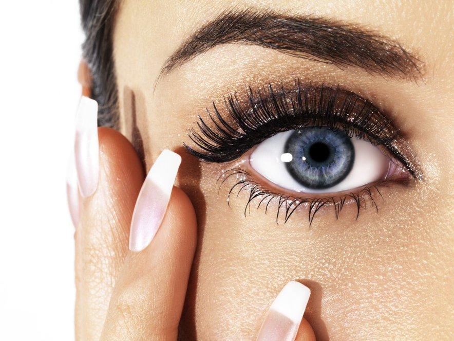 V življenju imamo le ene oči, zato moramo nanje še kako paziti. Ob pojavu določenih simptomov, je tako treba čim prej obiskati zdravnika.