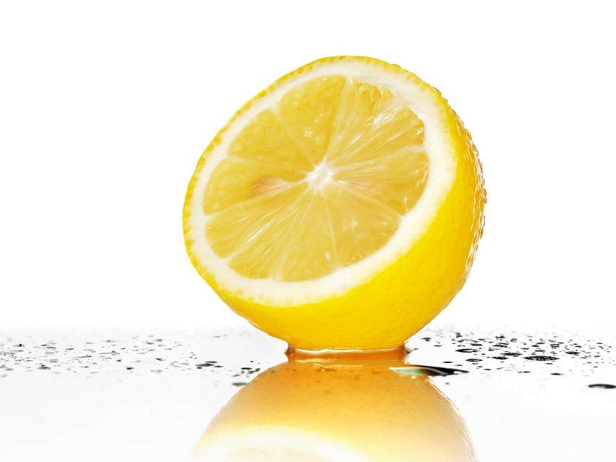 Z vodo in limono do boljše prebave, lepše kože in dobrega počutja.
