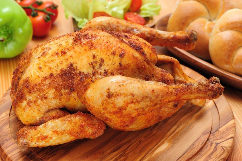Piščanca lahko pečemo tudi tako, da ga najprej položimo na bok, pečemo 1/3 odmerjenega časa, obrnemo na drugi bok, pečemo 2/3 odmerjenega časa, na koncu pa obrnemo na hrbet in spečemo do konca.