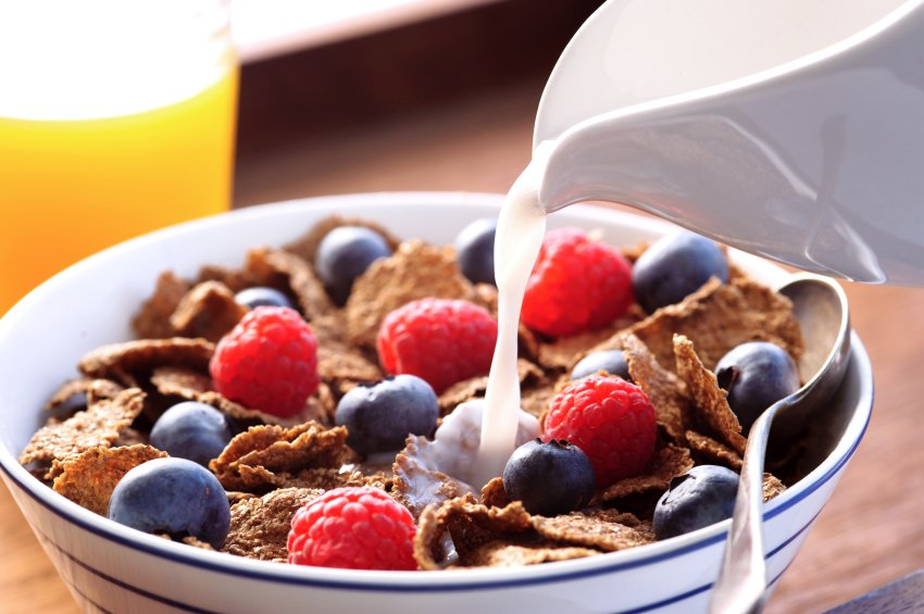S prehrano, ki vsebuje visok glikemični indeks, namreč pride do močne obremenitve trebušne slinavke in do izločanja večjih količin inzulina.