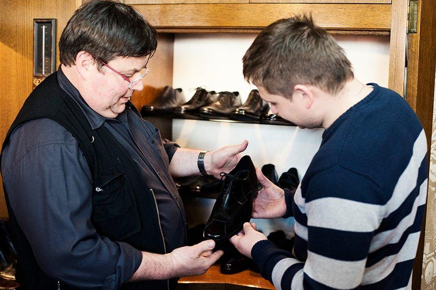 Robi je zelo hitro našel prave poročne čevlje.