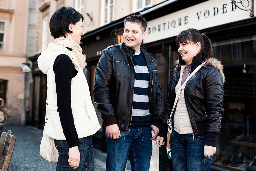 Simoni in Robiju je tudi tokrat na pomoč priskočila organizatorka porok Urša Slapar.