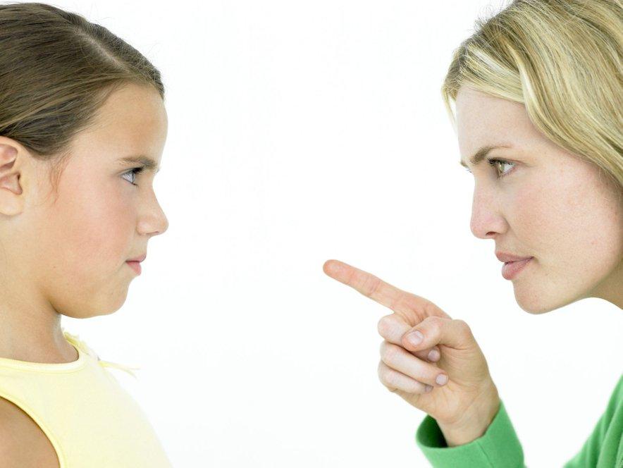 Otroke vzgajajmo s spodbudo in ne z nenehno kritiko.