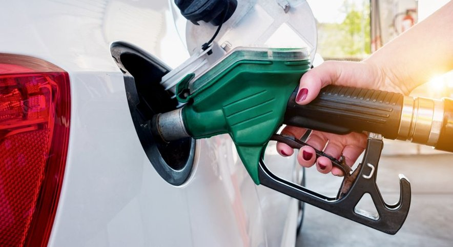 Na deflacijo so najbolj vplivale nižje cene naftnih derivatov.