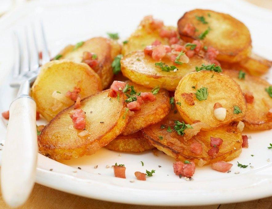 Rezine mladega krompirja s slanino