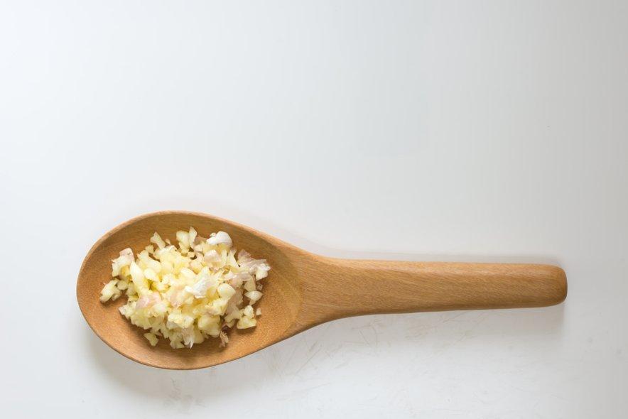 Pomembno pa je, da za izboljševanje imunskega sistema uživate sveži česen, saj lahko le tako v telo vnesete snov alicin. Ta se s kuhanjem uniči.