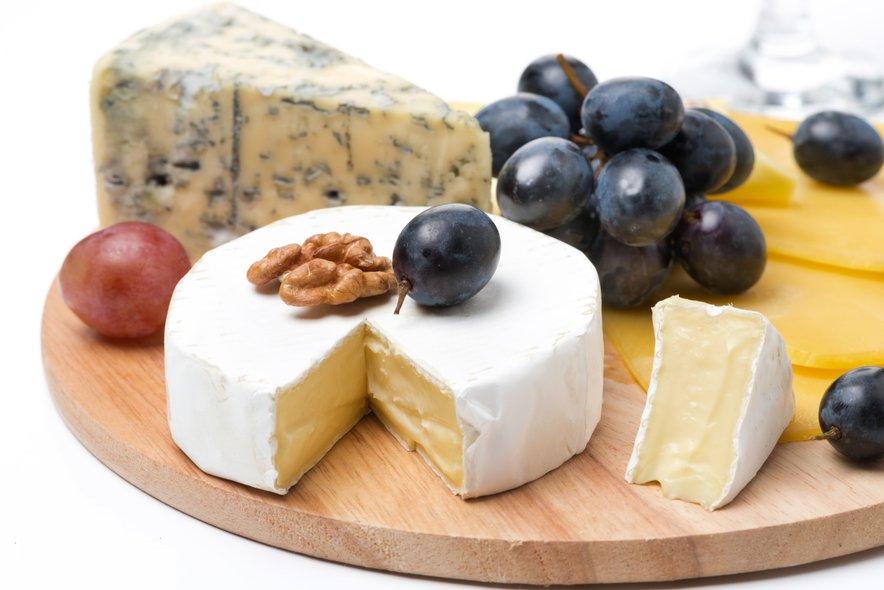 Francozi vedo, kaj delajo, ko sadje vedno postrežejo s sirom in oreščki. Tudi sir preprečuje povišanje krvnega sladkorja.