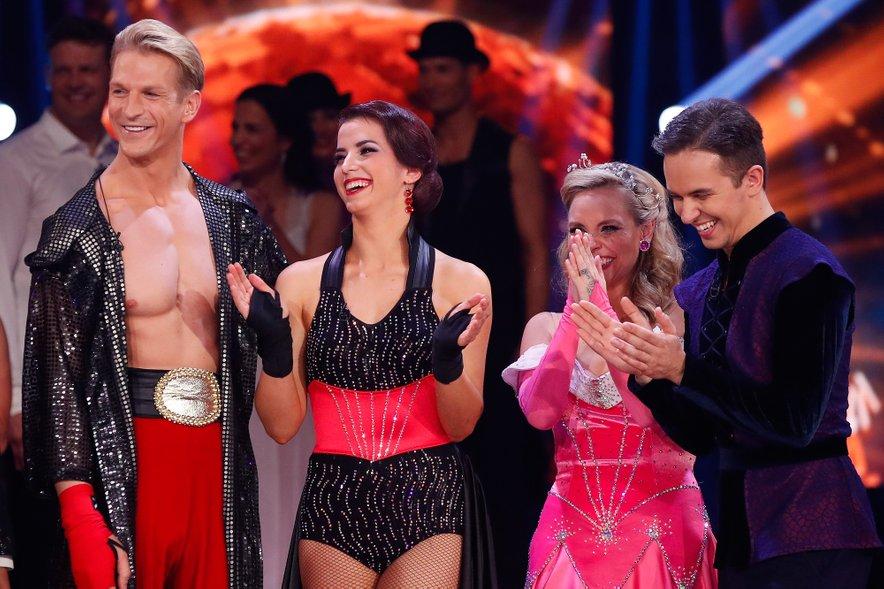 Plesni šov Zvezde plešejo so morali zapustiti Igor Mikić in Valeriya Musina ter Tinkara Fortuna in Aleksej Rubcov.