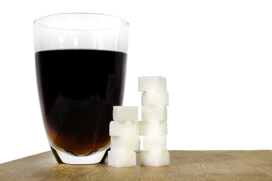 V sladkih pijačah se lahko skriva res veliko sladkorja.