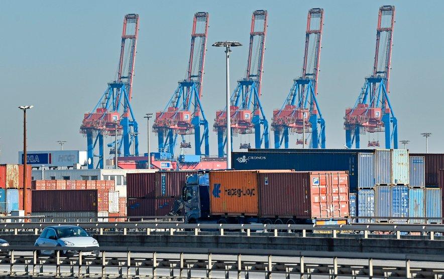 Nemško gospodarstvo naj bi do konca leta 2021 skoraj okrevalo.
