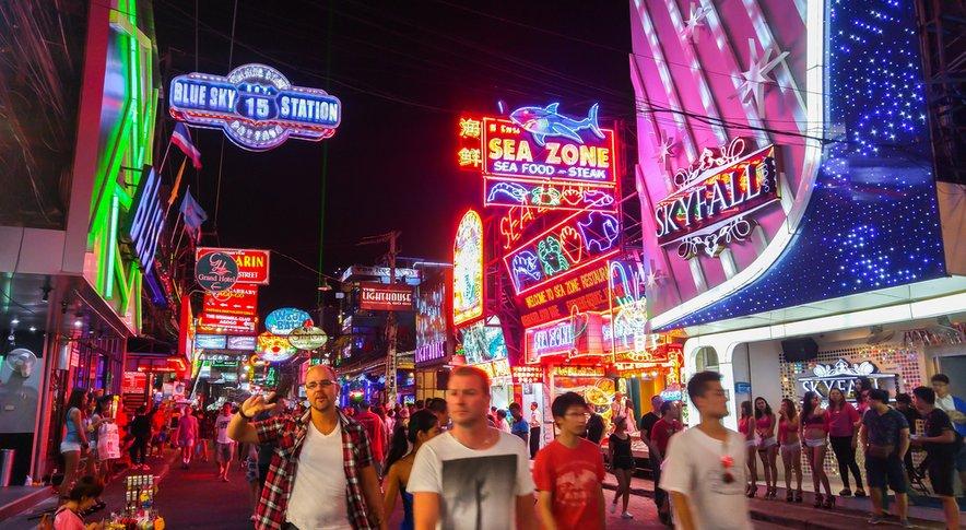 Tajska je zelo priljubljena turistična destinacija, zlasti pri moških družbah.