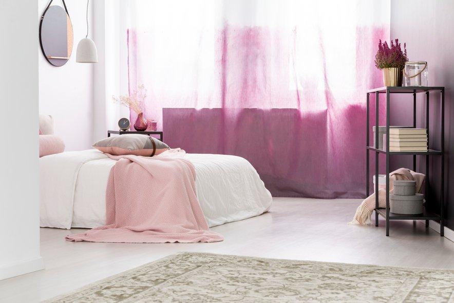 Spomladi so zavese lahko tudi nežno rožnate.