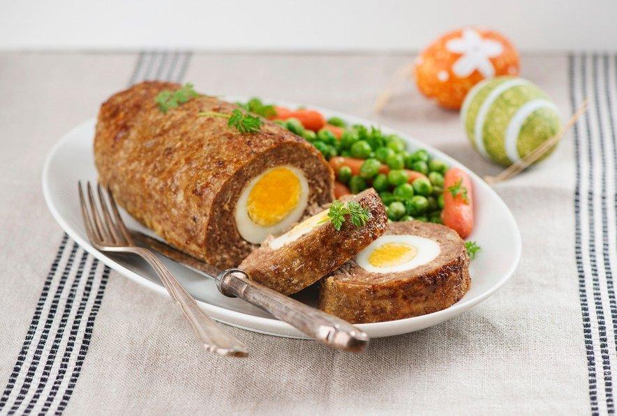 Štefani pečenka je različica mesne štruce, v katero so zavita trdo kuhana jajca.