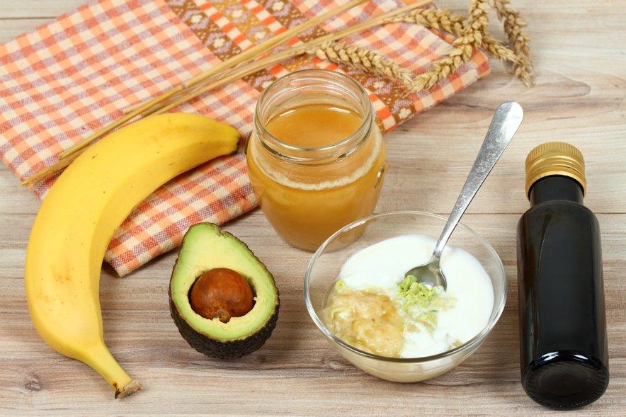 Avokado je obogaten z vitaminom A, maščobnimi kislinami in antioksidanti, ki naredijo vašo kožo mehko in gladko.