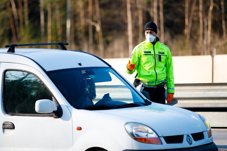 Kakšen bo nadzor? Bodo policisti načrtno preverjali prehajanje regije in nošenje mask ali bodo izvajali povsem naključni nadzor?