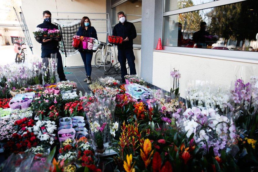 Takole pa so gasilce GB Ljubljana med epidemijo razveselile cvetličarke,