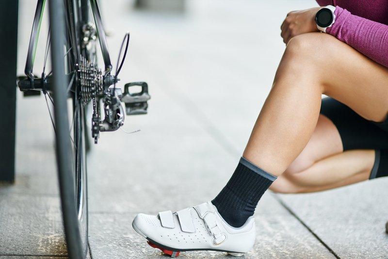 Cestni kolesarski čevlji niso primerni za hojo.