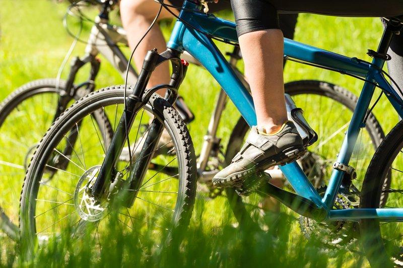 MTB in cestni kolesarski čevlji se v mnogočem razlikujejo.