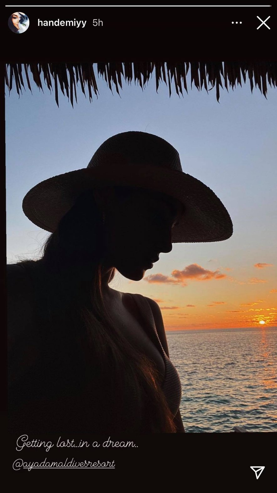 Hande Erçel trenutno počitnikuje na Maldivih.