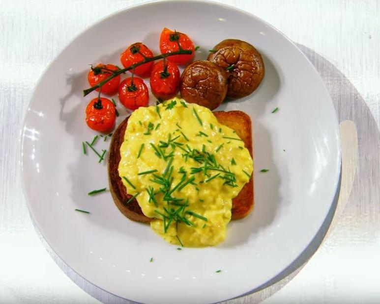 Umešana jajca na toastu