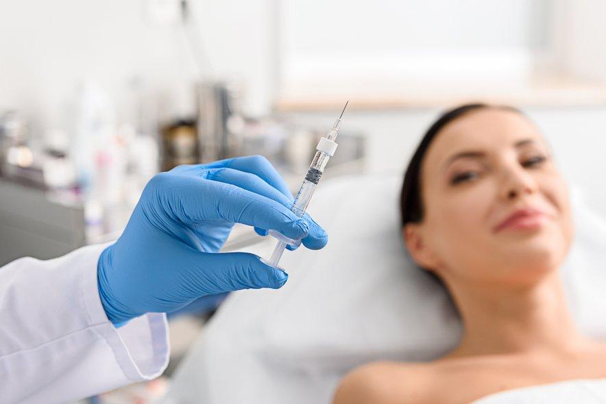 Vpovprečju se za botoksodločajo ženske po petindvajsetem letu starosti, za polnila morda nekoliko prej.