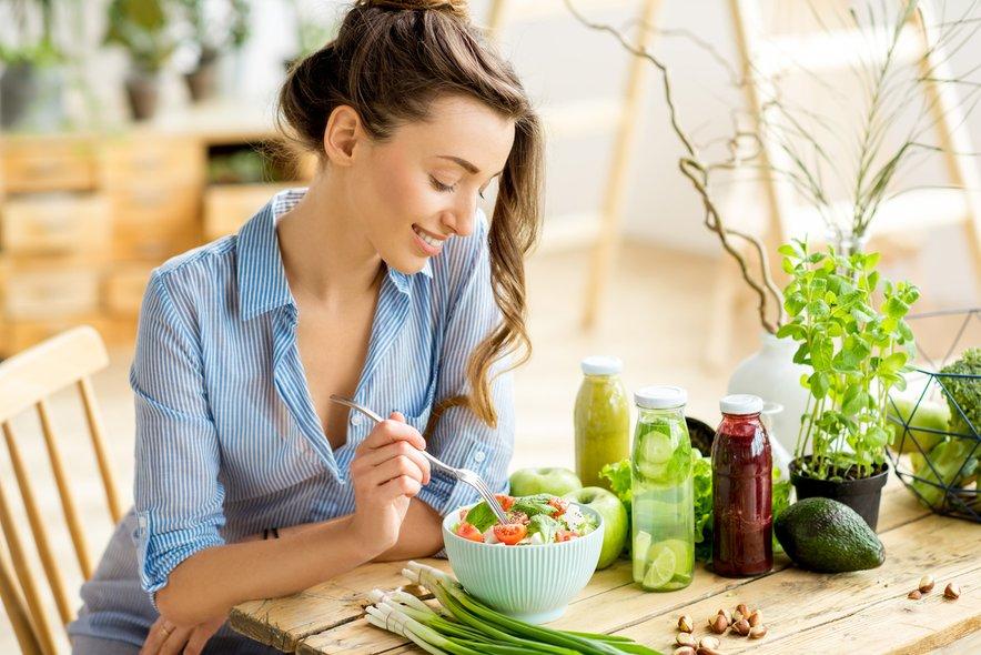 Peganska dieta si je od obeh sposodila najboljše lastnosti in ideja je, da bi ljudje jedli več zelenjave in živil rastlinskega izvora ter omejili predelano hrano.