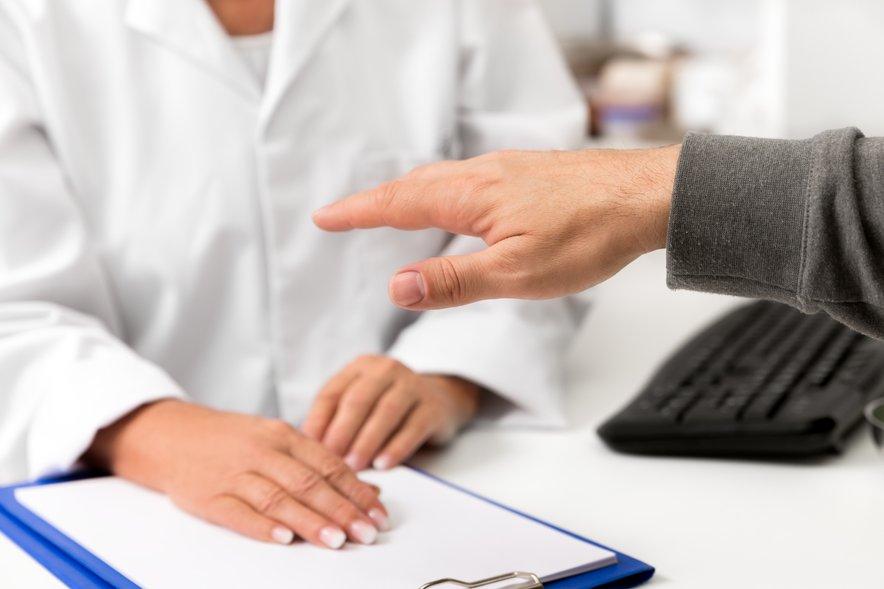 V primeru, da zdravnik odkrije, da je tresenje rok posledica bolezni, bo predpisal ustrezna zdravila.