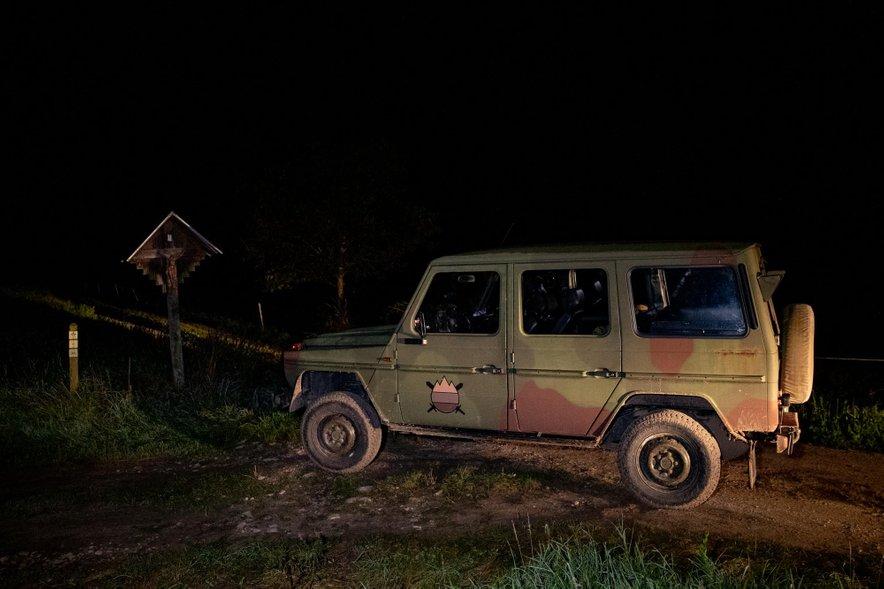 Vojska zdaj ne more aktivno posredovati pri preprečevanju nelegalnih prehodov meje. Kot smo lahko opazili, vojska opazuje določene točke na južni meji, in ob morebitnih nepravilnostih pokliče policijo.