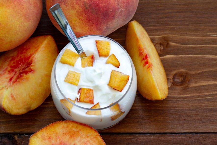 Da sadje ne dvigne preveč krvnega sladkorja, ga lahko uživate skupaj z maščobami in beljakovinami, denimo z jogurtom.