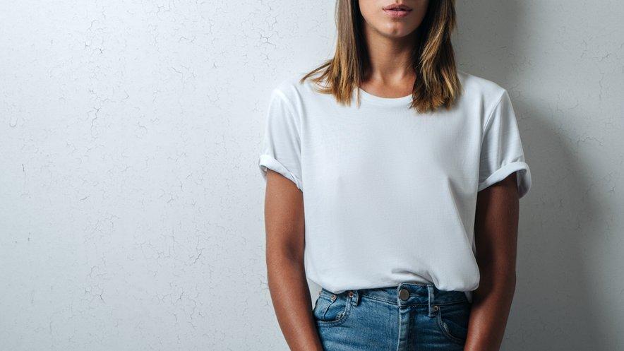 Belo majico jo dobro kupiti vsakih šest do dvanajst mesecev, saj med pranji izgubi belino.