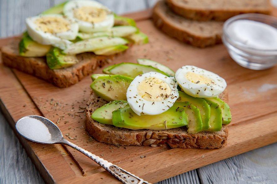 Z zdravo, uravnoteženo protivnetno prehrano in s prehranskimi dopolnili, lahko učinkovito zmanjšamo stopnjo vnetja in posledice delovanja škodljivih prostih radikalov v telesu.