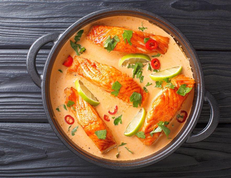Losos v kremni kokosovi curry omaki