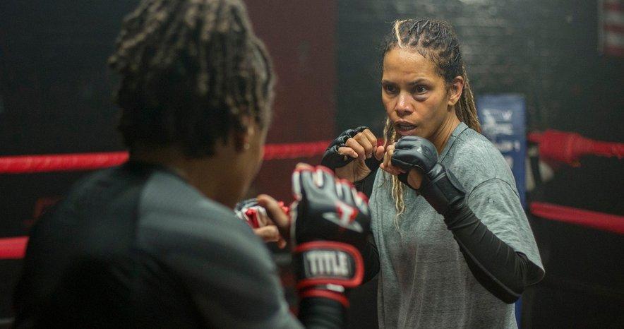 Halle Berry v filmu Bruised igra MMA borko.