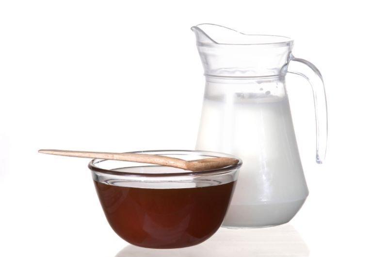 Poznana pa je tudi zdravilna kombinacij medu in mleka, ki izredno dobro vpliva na kožo.