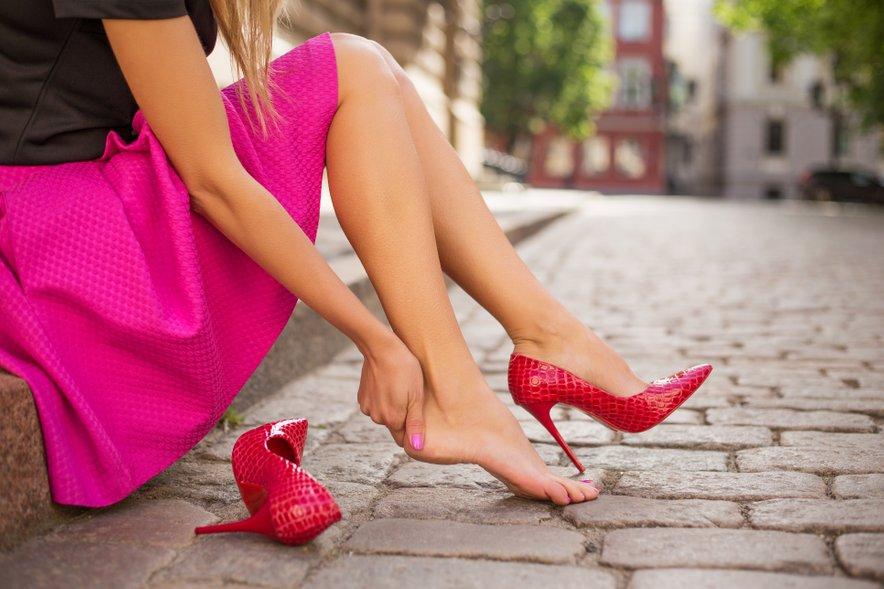 Včasih je dovolj že to, da stopalom privoščite kopel, ki bo zmehčala kožo in vas sprostila.