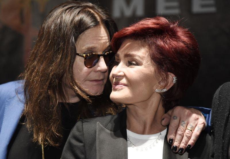 Ozzy Osbourne stopil v bran ženi Sharon.