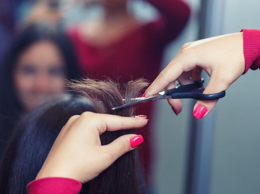 Biotin (B7) in vitamini B kompleksa so nujno potrebni za rast las.